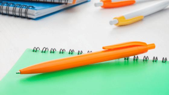 Janet Weijman Groeicoach Waarom een oranje pen goed is voor meer plezier.